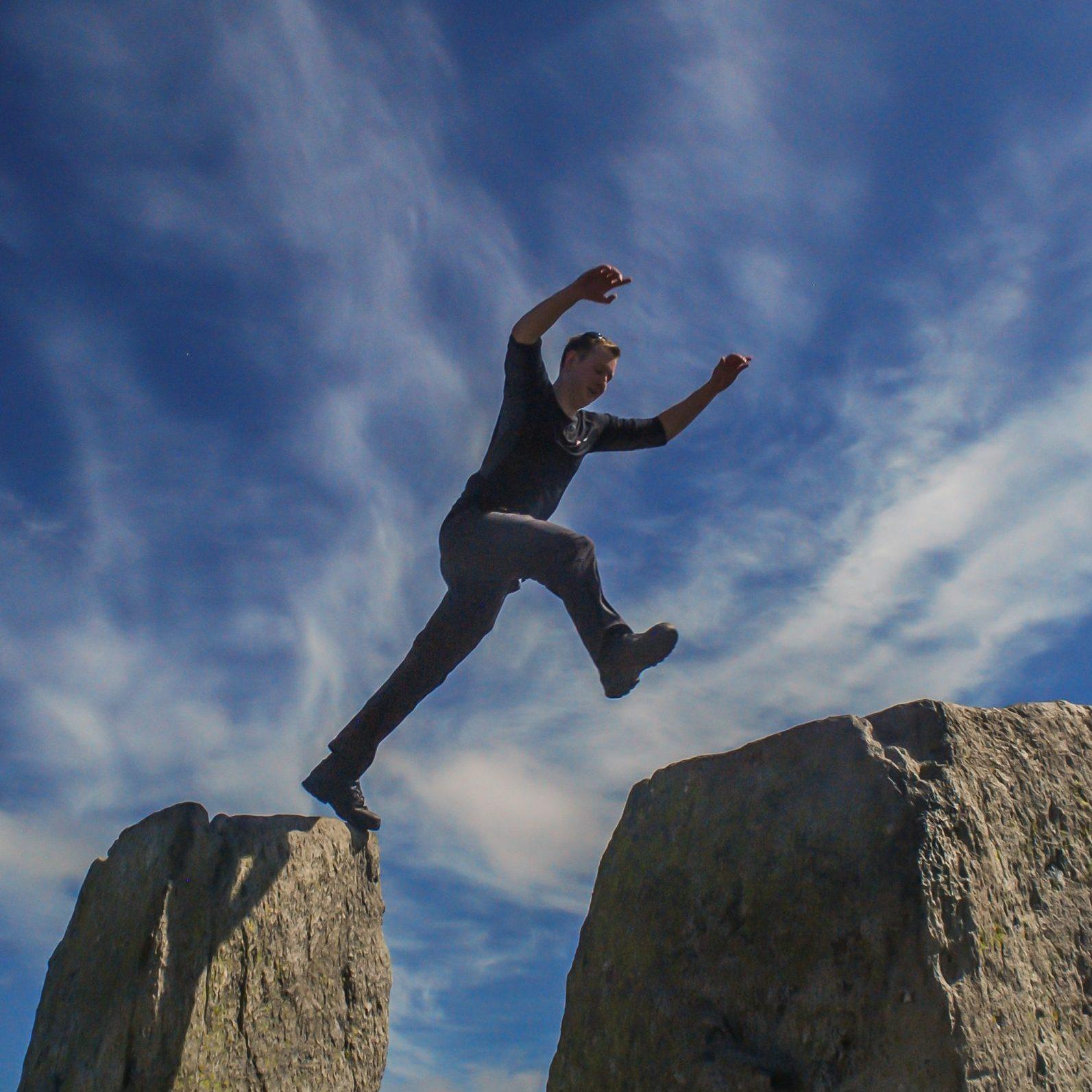 Tryfan-adam-and-eve-walk-snowdonia-higherclimbing